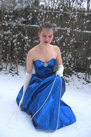 blue vintage dress - white vintage gloves - white vintage necklace - blue vintag