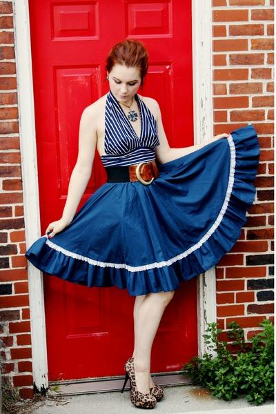 blue Juliana necklace - black vintage belt