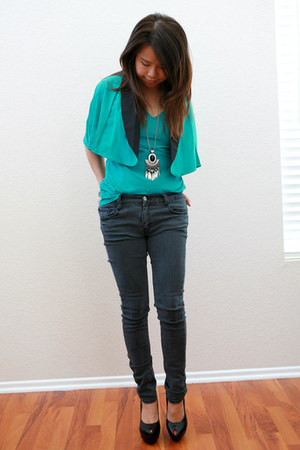 gray skinny jeans jeans - hot pink nail pumps - aquamarine blouse cape pinkbulle
