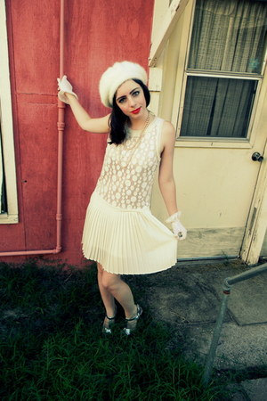 Target hat - flapper Lush dress