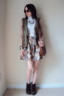 Suede-bcbg-boots-forever-21-shirt-floral-print-forever-21-skirt