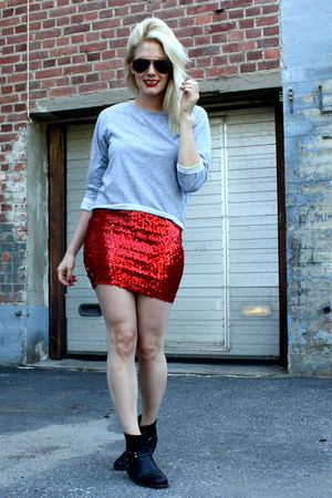 red vintage skirt - gray JC shirt
