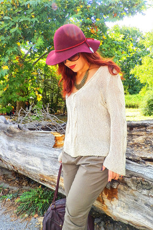 maroon felt H&M hat - cream flax handmade sweater