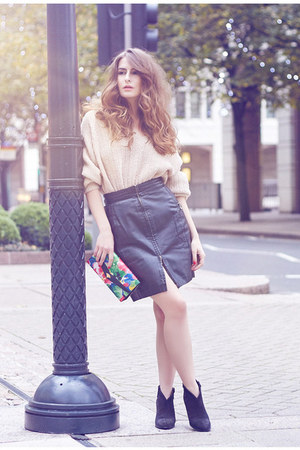 leather The Original Company skirt - suede Cara London boots - vintage bag