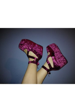 maroon unknown brand wedges