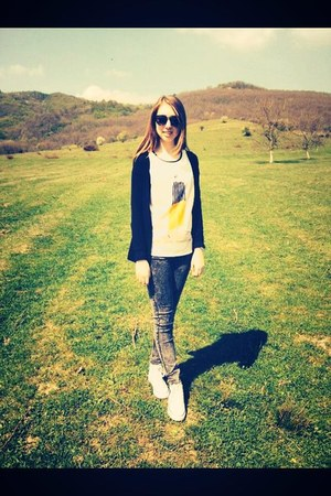 H&M jeans - H&M blazer - New Yorker sunglasses - Zara t-shirt