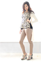 beige lace pattern Sheinside top - camel Dailylook leggings