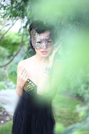 black studded LA hearts bracelet - light pink lace mask BCBG accessories