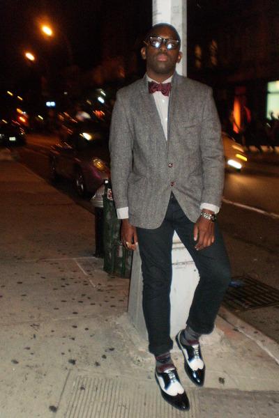 oxfords shoes - tweed Thfrited blazer - bowtie Burganndy tie