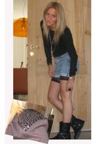 Zara blouse - vintage levis shorts