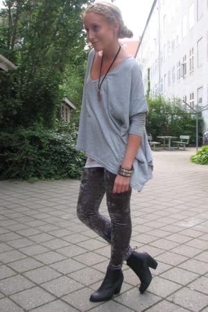 Vila blouse - H&M leggings - gardenia boots