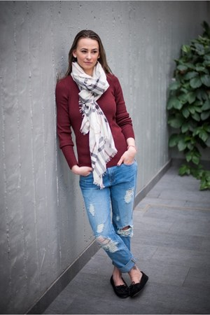 blue boyfriend Jcrew jeans - crimson Jcrew sweater - off white Burberry scarf
