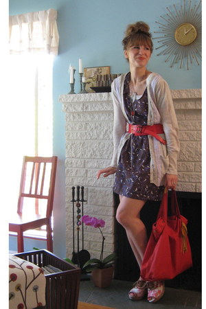 puce bird print modcloth dress - red leather Gap belt - red Anthropologie wedges
