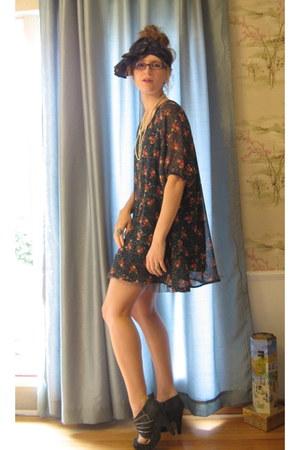 floral Ruche dress - headband Anthropologie scarf - grey modcloth heels