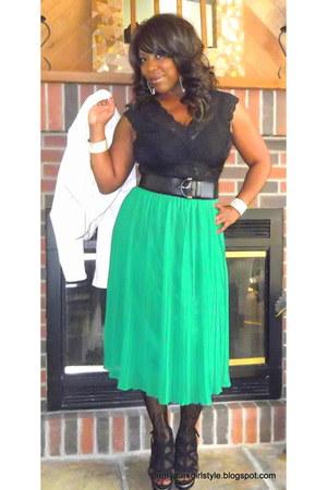 black pleated medi Forever 21 skirt - white leather Vivienne Tam jacket