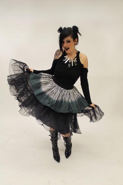 charcoal gray skater skirt Pretty Disturbia skirt