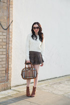 brown calvin klein boots - white joa sweater - light brown Burberry bag