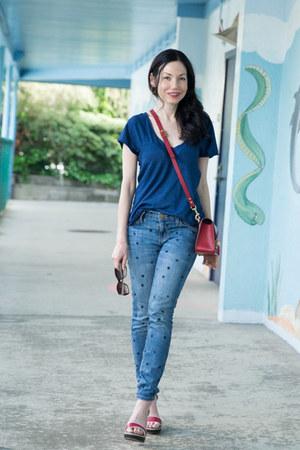 brick red Sophie Hulme bag - blue Current Elliott jeans - navy AG t-shirt