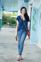 brick red Sophie Hulme bag - blue Current Elliott jeans - navy AG t-shirt