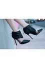 Navy-nasty-gal-dress-black-chanel-bag-black-lamb-heels