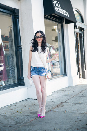 white dRA top - blue abercrombie and fitch shorts