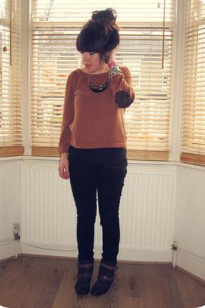 gold Primark necklace - black ankle Hudson boots - black Levis jeans