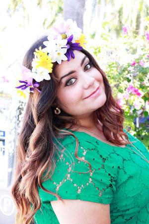 DIY hair accessory - eyelet lace xhiliration dress