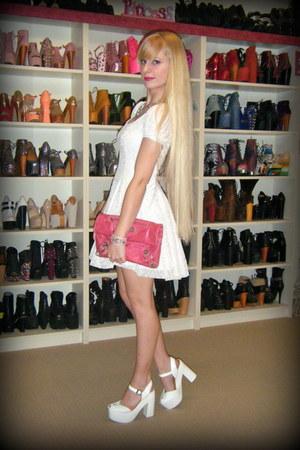 pink arty ovale Yves Saint Laurent ring - white Black Milk dress