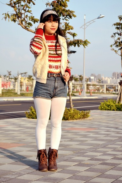 ruby red knitted vintage sweater - white fur vintage vest