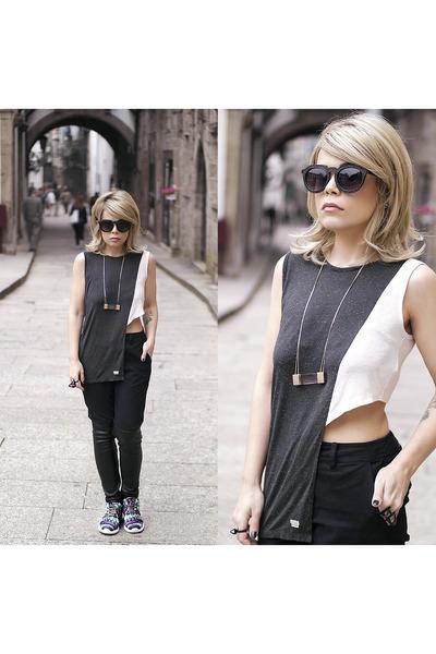 shoes - t-shirt - pants - necklace