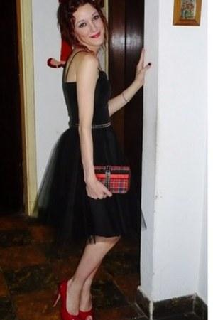 black dark DIY dress - rock and roll DIY purse - red pep toe once heels