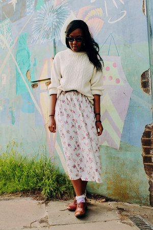 periwinkle floral skirt skirt - brown new look shoes - black Ray Ban sunglasses