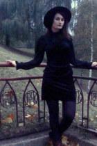 black velvet Secondhand dress - black wool H&M hat