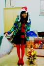 Green-shirt-red-scarf-ruby-red-flats-black-skirt-red-stockings