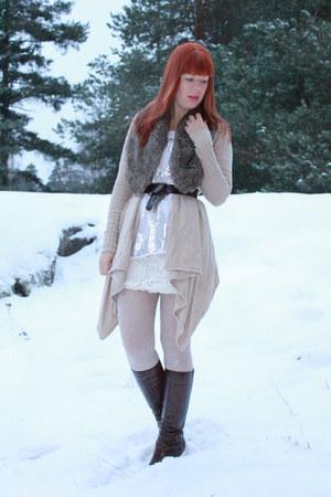 camel Ellos cardigan - light pink GINA TRICOT top - ivory GINA TRICOT skirt