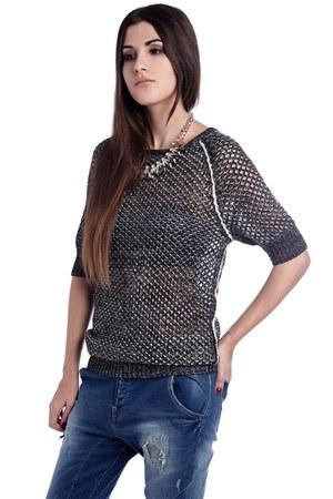 q2 sweater