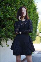 black dress Q2HAN dress - wristwatch Gemorie watch