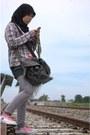 Converse-boots-levis-jeans-t-shirt-necklace