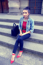 red pointy Zara heels - black skinny Zara jeans - sky blue jeans thrifted jacket