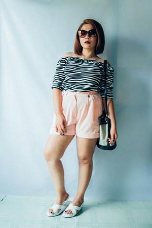 dark brown vintage bag - salmon vintage shorts - tan huge glasses - black top
