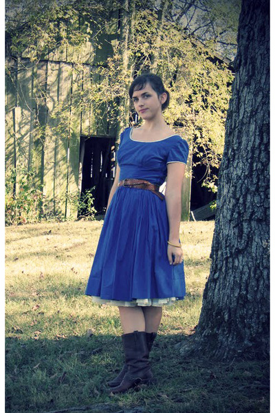 blue 1950s dress - brown 1970s belt - brown Frye boots