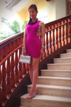 white kelly clutch Hermes bag - hot pink lily brown dress