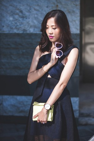 bubble gum shanghai Blanc & Eclare sunglasses - navy Self-Portrait dress