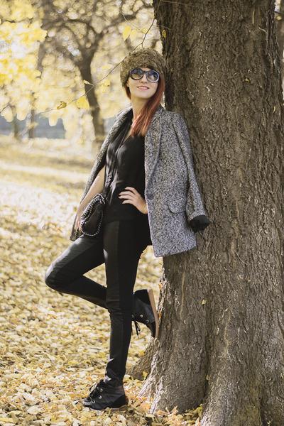 Stradivarius coat - Romwecom sneakers - Takko fashion pants