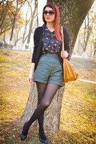 mustard BLANCO bag - Atmosphere shirt - dark green Stradivarius shorts