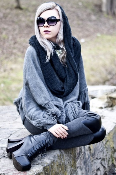 heather gray Secondhand sweater - dark gray H&M leggings