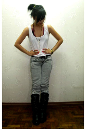 white Folded&Huing top - gray Mango jeans - black Celine boots