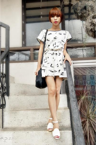 black Secosana bag - white vintage moms romper - ivory sandals