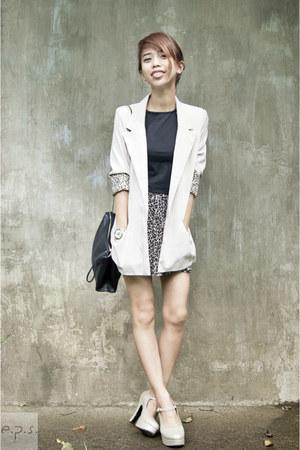off white metallic Zanea shoes - beige maldita blazer - black Zara bag