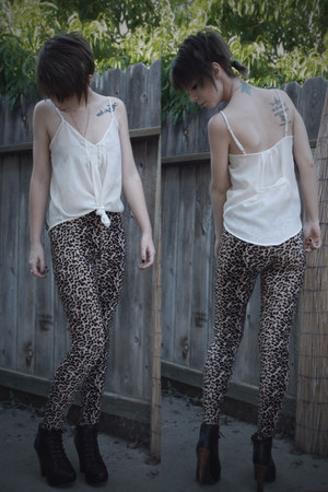camel leggings - white white top foreign exchange top - gold accessories